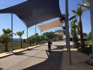 ventiladores nebulizadores entrada parque acuatico warner 2 300x225 - Ya estan instalados los ventiladores de la entrada al nuevo parque acuatico de Warner